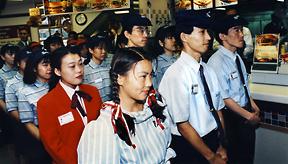 Hamamatsu-cho restaurant manager presents crew to Wendy's senior management